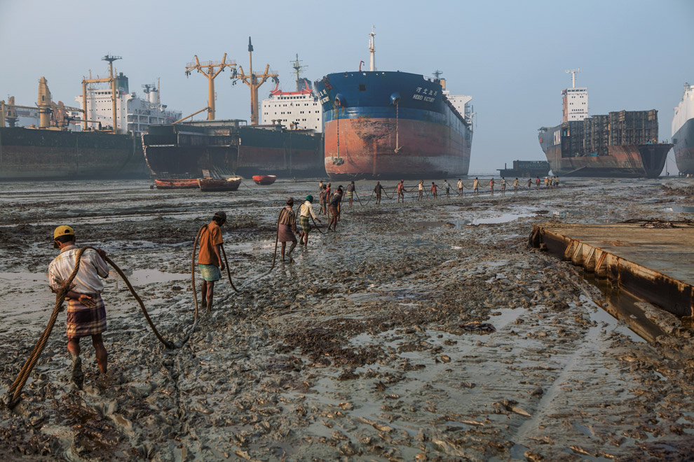 On CSR in ship recycling and textile sector supply chain management